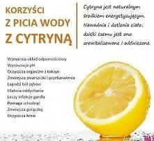 Warto pić szklankę wody z cytryną zaraz po przebudzeniu ;)