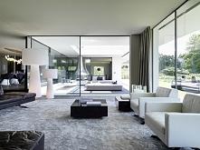 piękne wnętrze, dużee ukochane przeze mnie okna *_* i minimalizm, w którym mo...
