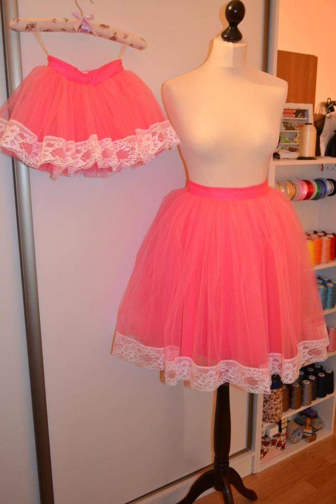 Spódniczki tiulowe dla mamy i córki, z koronką dostępne w wielu kolorach na fb fanpage Bombowa Krawcowa
