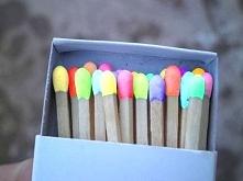 kolorowe zapałki, aż szkoda zapalić ;p