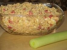 Paprykowa sałatka z kurczakiem  Paprykę konserwową osączyć z zalewy i pokroić...