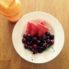 Przedtreningowo. bialko i owoce - szybka energia! ;)  Więcej na facebooku: Move Your Life. Zapraszam  inspiracje! :)