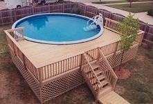 Drewniana zabudowa basenu