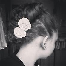Oto moja ostatnia fryzura gdy wybierałam się do kuzyna na wesele. :) Mam nadz...