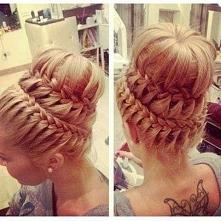 Czy ktoś wie jak zrobić taką fryzurę? Jakies krok po kroku, filmik cokolwiek?...