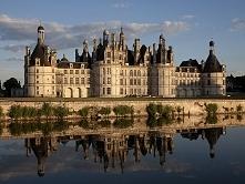 Zamek w Chambord, największy i najbardziej znany zamek w dolinie Loary. Stano...