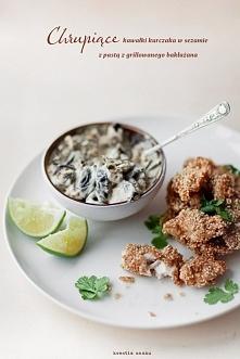 Kurczak w sezamie Przygotowanie: Pierś pokroić w poprzek na wąskie paseczki. Oprószyć solą i odstawić. W miseczce wymieszać roztrzepane białko i mąkę rozprowadzoną uprzednio z w...