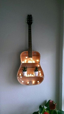 Całkiem inny sposób wykorzystania gitary :-)