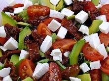 SAŁATKA Z AVOCADO I SUSZONYCH POMIDORÓW SKŁADNIKI: mix sałat 6 pomidorków kok...
