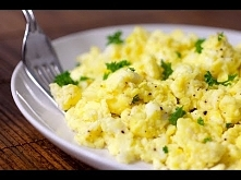 Gordon Ramsay Eggs Scrambled  6 dużych jaj z wolnego wybiegu 3Tbs zimne lody ...