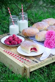 Malinianki, czyli drożdżowe bułeczki z nadzieniem ze świeżych malin i słodkim...