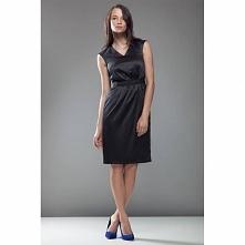 Czarna sukienka taliowana S24