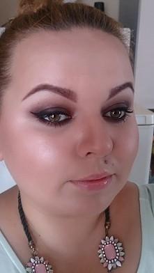My make-up,  mam nadzieję że widać to piękne bordo na dolnej powiece i złoto ...