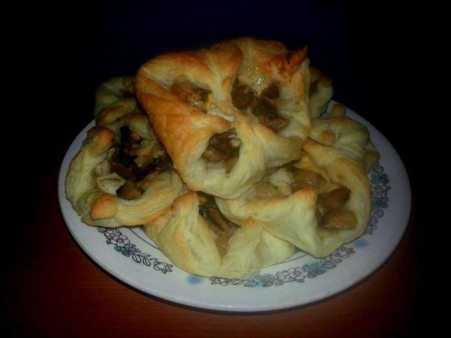 Z czym robicie ciastka francuskie? Wolicie na słodko czy wytrawne?  Na blogu znajdziecie przepis na wytrawną wersję - spiszą się świetnie na imprezach czy piknikach.  Przepis po kliknięciu w zdjęcie i na facebooku: bo lubię jeść - zapraszam do polubienia strony