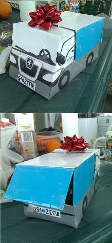 Opakowanie na kieliszki w formie samochodu dostawczego. Kolega dostał komplet...