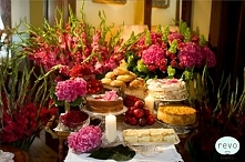 Kwiecisty słodki stół