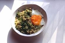 Przepis <klik> na owsiankę z cukinią i jajkiem sadzonym bez tłuszczu