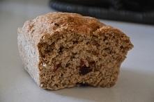 chleb który ma same zalety :D kocham go! jest to chleb orkiszowy domowej roboty z siemieniem lnianym, nasionami chia, słonecznikiem, pestkami dyni oraz z żurawiną :) tylko po ty...