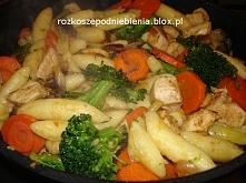 Kurczak z warzywami i kopytkami