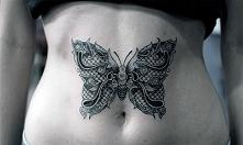tatuaże dla dziewczyn motyl na brzuchu