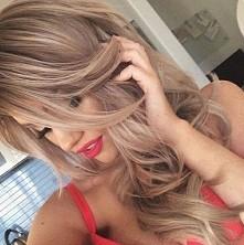 Ten kolor włosów jest ideal...