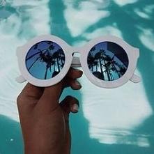 Lubicie robić zdjęcia z odbiciem w okularach?