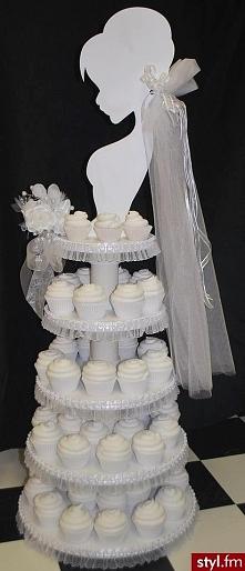 Tort ślubny z babeczek