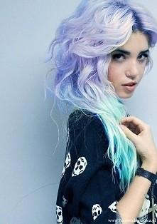 Czas na kolorowe pastelowe włosy.