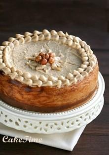 Sernik Kinder Bueno  Składniki( na tortownicę 24cm) Spód: 220 g ciasteczek zbożowych lub maślanych w czekoladzie 60 g masła 3 łyżki zmielonych orzechów laskowych (opcjonalnie) ...