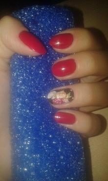Użyte lakiery: Golden Rose Rich Color 21 Palec serdeczny: Naklejka wodna na paznokcie