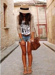 Letnia moda - casual. Zapra...