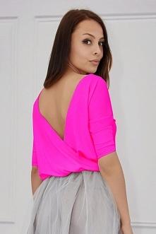Bluzka z odkrytymi plecami różowa-neon. Poczuj się kobieco na co dzień i na s...