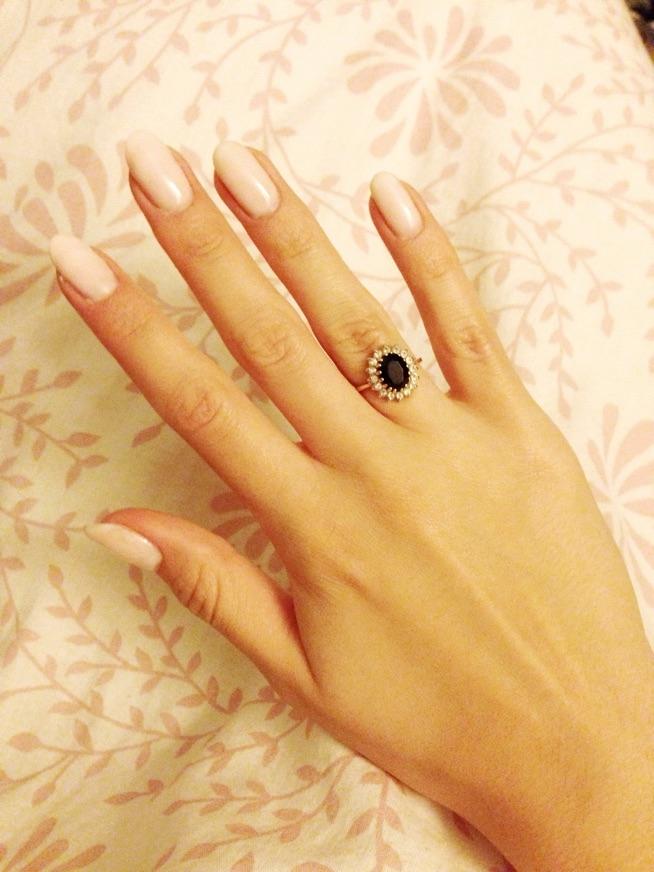 Naturalsy. Dwa paznokcie przedłużane za pomocą semilac hard milk. Na reszcie paznokci również hard milk. Prawda, że piękny efekt? ;)