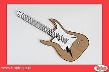 Za pomocą farb pokoloruj gitarę, a za pomocą korektora namaluj struny.