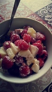 moje dzisiejsze letnie śniadanko :) Ananas, brzoskwinia, malinki. :*