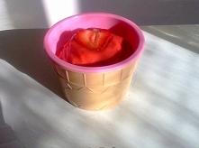 Dietetyczne przepisy na chłodne deserki: 1. Kawa mrożona 2. Smoothie brzoskwi...