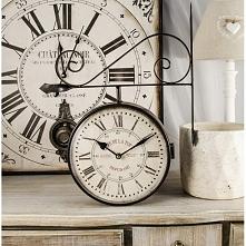 Zegar dworcowy posiadający rzymskie cyfry na białej tarczy. Idealna ścienna d...