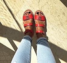 Czerwone sandały Chanel ;)