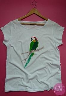 Ręcznie malowany t-shirt - PAPUGA