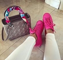 Piękne połączenie elegancji i sportowych bucików :)