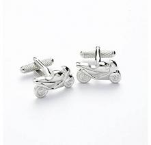 Ciekawy pomysł na prezent - stalowe spinki do mankietów w kształcie motocykli...