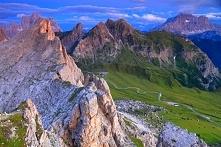 Dolomity, Włochy  Do najpiękniejszych tras samochodowych w Europie należy dro...
