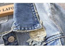 podarta kurtka jeansowa