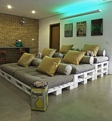 wielopiętrowa sofa do domowego kina
