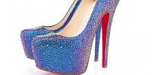Te buty kosztują ponad 21 tysięcy złotych! Pewna kobieta zrobiła sobie takie ...