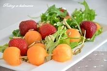 ,,lekka sałatka z truskawkami i melonem''