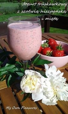 Jogurt truskawkowy z szałwią hiszpańską i miętą myownplasures.blogspot.com