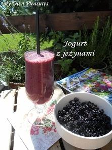 Jogurt z jeżynami przepis myownplasures.blogspot.com