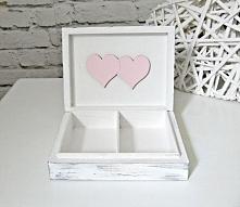 Bardzo romantyczne, oryginalne pudełeczko na ślubne obrączki w stylu shabby chic!  Dostępne w sklepie internetowym Madame Allure - ozdoby i dekoracje na Wasz ślub i wesele!  >...