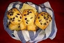 Przepis na ekspresowe bułeczki drożdżowe bez czekania aż ciasto wyrośnie   KŁADNIKI:  1/2 kg mąki pszennej 1 1/3 szkl letniej wody 2 łyżki miodu 1 1/2 łyżeczki soli 1 jajko 7g d...